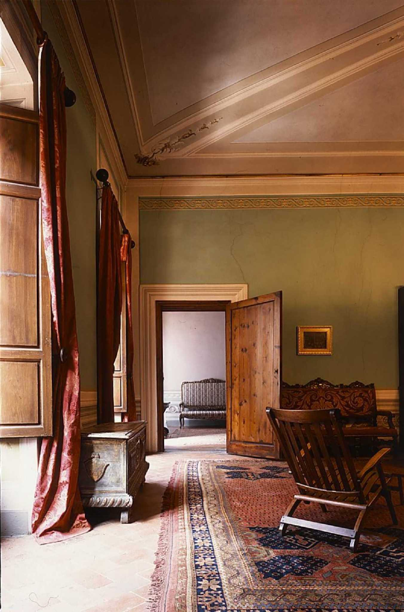 Casa_Guidi_view_through_door0001-1